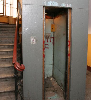 ...пор лифт стоит.  Казалось бы...  Получение субсидий - дело хлопотное.
